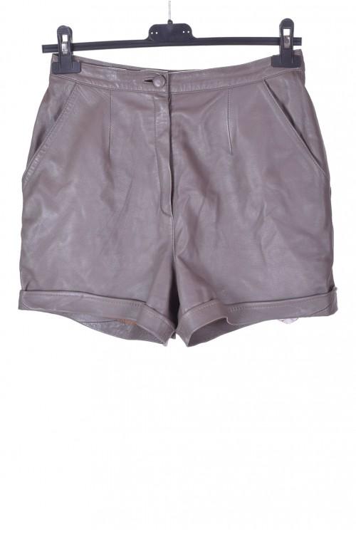 Pantaloni scurți de damă moderni din piele naturală 75.00